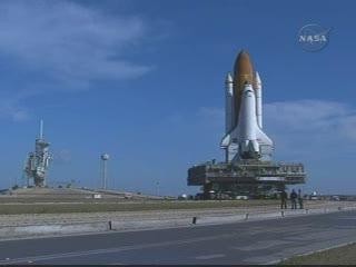 Crawler z promem przemieszcza się na wyrzutnię, godzina 16:01 CET, Credits: NASA TV