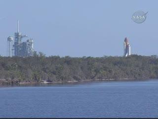 Crawler z promem przemieszcza się na wyrzutnię, godzina 16:30 CET, Credits: NASA TV