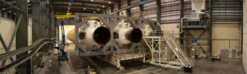 Montaż Delta IV  Heavy, Credits: Chris Miller/Spaceflight Now