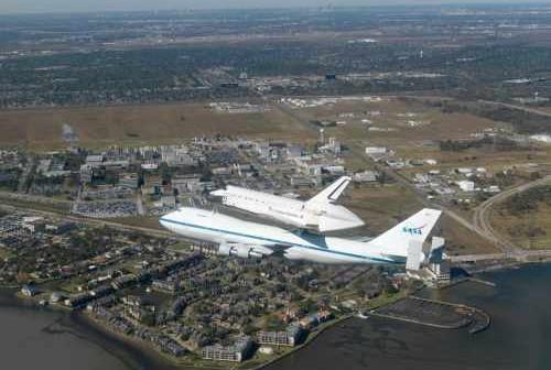Prom Endeavour wraca do JSC, Credits: NASA