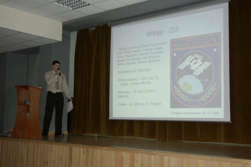 Krzysztof Kanawka przeprowadza wykład na temat misji STS-119 podczas I Konferencji Astronautycznej w Gdyni Credits: Adam Piech//kosmonauta.net
