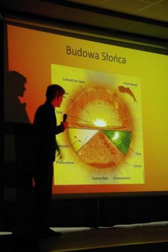 Tomasz Kuciński opisuje budowę Słońca podczas I Konferencji Astronautycznej w Gdynii Credits: Adam Piech//kosmonauta.net