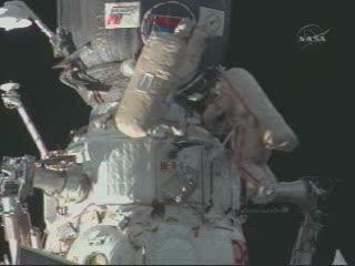 EVA 21A - zdjęcie z 18.08 CET / Credits - NASA TV