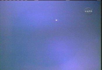 Discovery widziany z ISS, odległość około 10mil (NASA TV)