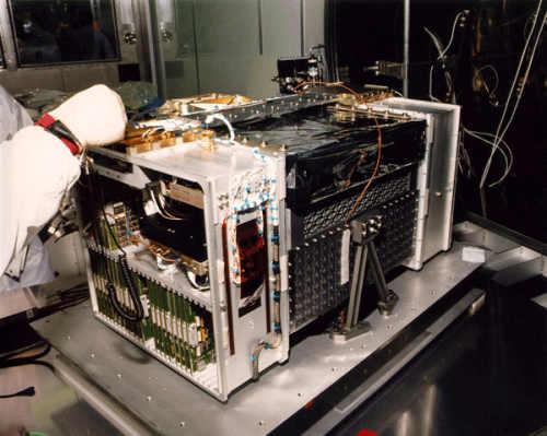 Instrument HRC podczas inspekcji przed lotem (NASA)