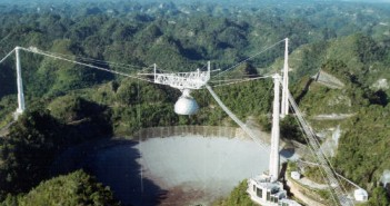Radioteleskop Arecibo / courtesy of the NAIC - Arecibo Observatory, a facility of the NSF