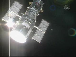 Teleskop Hubble - pierwszy raz widziany z takiej odległości od 7 lat / Credits - NASA TV