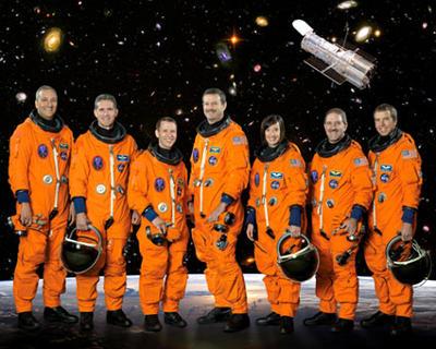 Załoga misji STS-125 / Credits - NASA