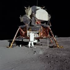 Astronauta  Aldrin pracuje przy LM - 21 lipca 1969 roku / Credits - NASA