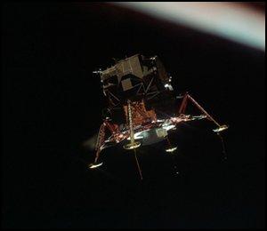 Ostatnie testy stanu lądownika przed zejściem z orbity / Credits - NASA