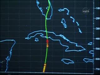 16:36 CEST - prom tuż przed i ponad Kubą / Credits - NASA TV