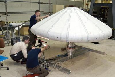IRVE II w trakcie przygotowań / Credits: NASA