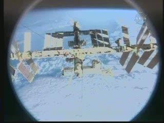 Widok ISS z promu Discovery / Credits - NASA TV