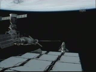 Discovery widziany z pokładu ISS podczas flyaround / Credits - NASA TV