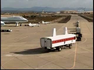 Konwój pojazdów w bazie Edwards / Credits - NASA TV