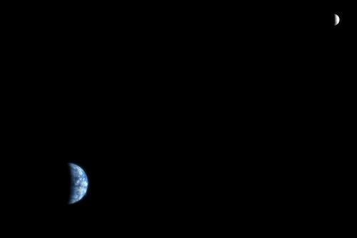 Ziemia i Księżyc z marsjańskiej orbity / Credits: NASA/JPL/University of Arizona