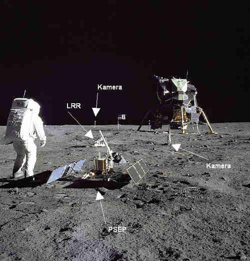 Urządzenia EASEP na  powierzchni Księżyca, credits: Miejsce lądowania Apollo 11, credits:  NASA/GSFC/Arizona State University