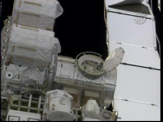 Godzina 15:25 CET - otwarta osłona modułu Quest / Credits - NASA TV