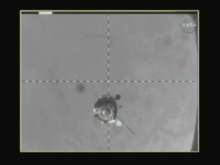 Soyuz TMA-16 w pobliżu Stacji, credits: NASA TV