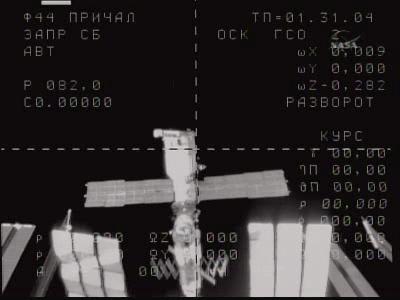 Soyuz TMA-16 zbliża się do modułu Poisk, widocznego w środku kadru, credits: NASA TV