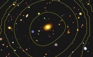 Zdjęcie uzyskane z teleskopu Subaru, żółte linie ukazujące emisję promieniowania X zostały nałożone dzięki danym z XMM-Newton. W ten sposób możliwe jest określenie, która galaktyka z tej grupy leży w centrum / Credits: ESA