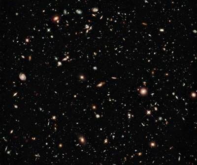Najsłabsze obiekty widziane na tym zdjęciu powstały około 600 mln lat po Wielkim Wybuchu / Credits: hubblesite.org