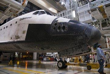 Efektowne ujęcie wykonane podczas wjazdu do wnętrza OPF-2. Credits: NASA