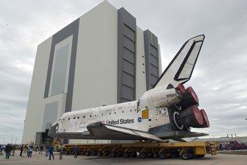 Transport wahadłowca Discovery do VAB. Credits: NASA