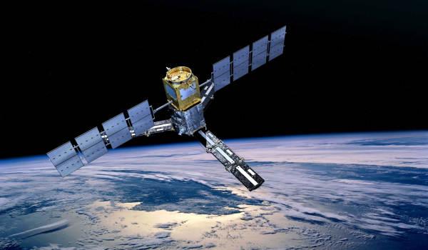 Wizualizacja satelity SMOS na orbicie okołoziemskiej, (c) ESA/AOES Medialab