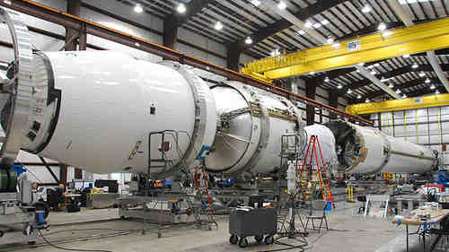 Integracja górnego stopnia i kapsuły Dragon, credits: SpaceX