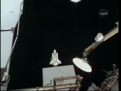 Prom kosmiczny oddala się od ISS - misja STS-130 / Credits - NASA