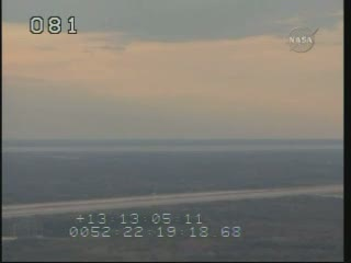 Godzina 23:20 CET - widok na KSC / Credits - NASA TV
