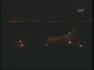 04:37 CET - prom Endeavour / Credits - NASA TV