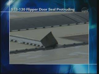 Drobne uszkodzenie na górnej powierzchni skrzydła promu Endeavour / Credits - NASA TV
