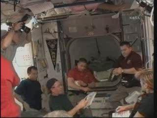 Godzina 10:25 CET - spotkanie wewnątrz Harmony / Credits - NASA TV
