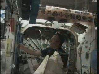 Przy włazie Node 3 - godzina 03:05 CET / Credits - NASA TV