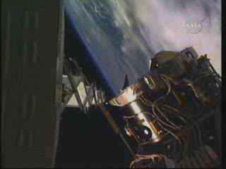 Inne ujęcie prześwitu pomiędzy radiatorem a PMA-3 / Credits - NASA TV