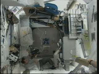 Prace wewnątrz Node 3 / Credits - NASA TV