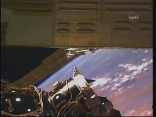 Minimalna odległość pomiędzy radiatorem a PMA-3 / Credits - NASA TV