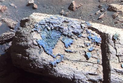 Zdjęcie skały Chocolate Hills. Kolory na zdjęciu nie są naturalne, w rzeczywistości niebieska powłoka na skale ma rdzawy kolor, Credits: NASA/JPL