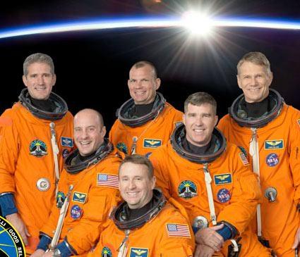Skład załogi STS-132. Credits: NASA