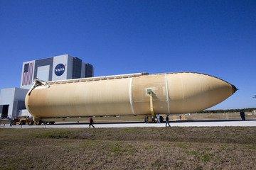 Transport zbiornika ET-136 do VAB (NASA)