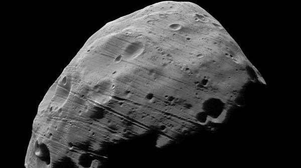Fobos sfotografowany z odległości 97 km przez sondę Mars Express, 23 lipca 2008 roku, (c) ESA