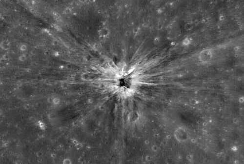 Krater impaktowy powstały w wyniku uderzenie Saturna IV-B w powierzchnię Księżyca, credit: ASA/GSFC/Arizona State University