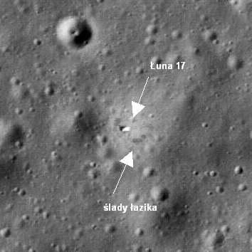 Lądownik Łuna 17 widoczny na powierzchni Księżyca oraz ślady łazika (NASA/GSFC/Arizona State University)