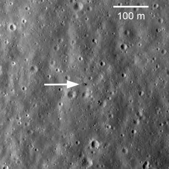 Zdjęcie przesłane przez LRO pokazujące lądownik Łuna 20 na  powierzchni Księżyca, credit: NASA/GSFC/Arizona State University
