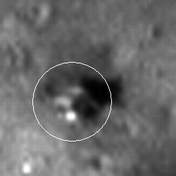 Zbliżenie na Łunę 24, zaznaczonej na zdjęciu przez biały okrąg,  credit: NASA/GSFC/Arizona State University