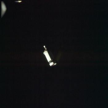 Zdjęcie odłączonego stopnia napędowego Saturn IV-B, credit: NASA