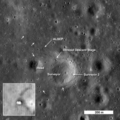 Surveyor 3 zarejestrowany przez kamerę LRO w pobliżu miejsca lądowania Apollo 12 credit: NASA/GSFC/Arizona State University
