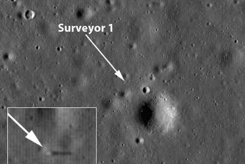 Surveyor 1 na powierzchni Księżyca, w rogu powiększenie lądownika, rzucającego cień na powierzchnię credit: NASA/GSFC/Arizona State University